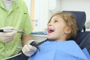 Bambino dal dentista 02